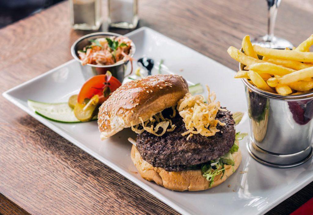 Classic beef burger Le Loft